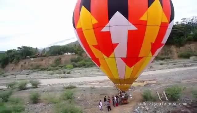 Watch Volando Junto al Globo Aerostático en santa fe de Antioquia / Tomas Aéreas Colombia GIF on Gfycat. Discover more related GIFs on Gfycat