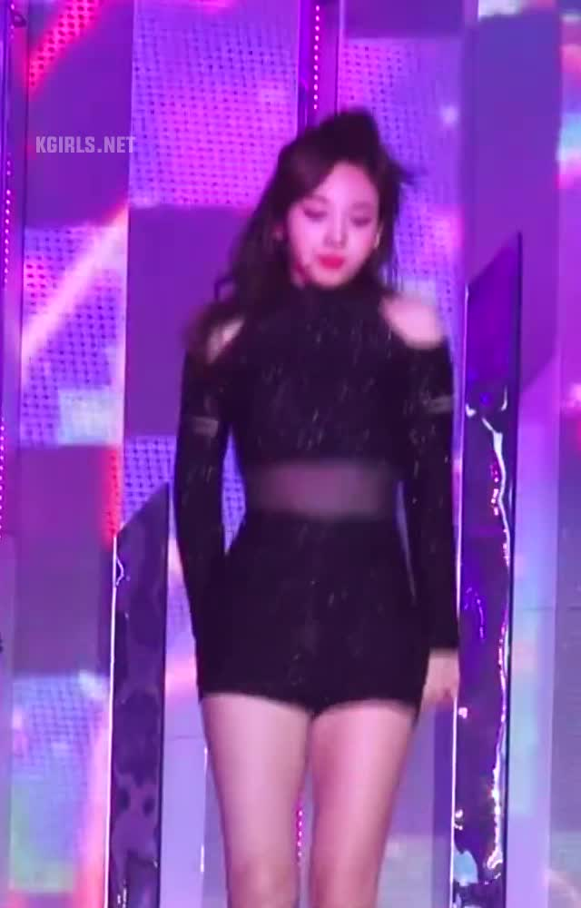 nayeon-twice-tell me-7-www.kgirls.net GIFs