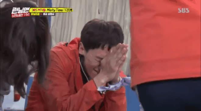 To xác lạnh lùng như Kim Jong Kook cũng có ngày tan chảy trước màn tỏ tình này của TWICE