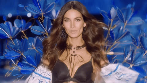 2017, blow kiss, i love you, kiss, lily aldridge, lova ya, model, shanghai, supermodel, victorias secret, victorias secret fashion show, vsfs, vsfs 2017, Lily Aldridge - Victoria's Secret Fashion Show 2017 GIFs