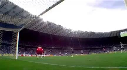 Watch and share Frango Do Goleiro Victor Do Galo No Clássico Contra O Cruzeiro GIFs on Gfycat