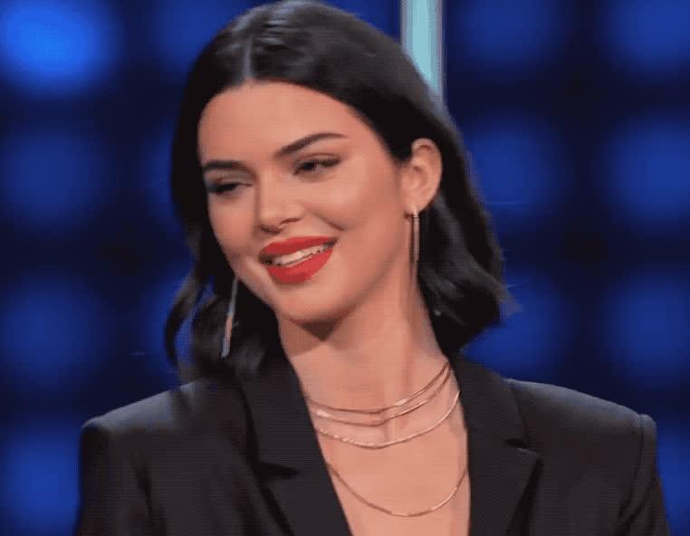 adios, bye, celebrity, celebs, cute, family, feud, flirt, goodbye, hello, hey, hi, hola, jenner, kardashian, kendall, kuwtk, smile, west, Kendall Jenner - Hi GIFs
