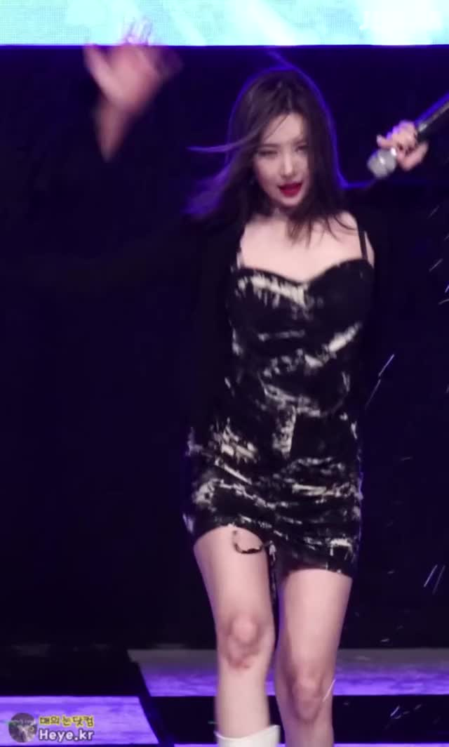 Watch and share Sunmi GIFs by 매의눈닷컴(▶heye.kr) on Gfycat