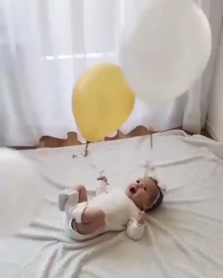 Watch and share Quando O Pai Fica Com A Criança GIFs by Humordido on Gfycat
