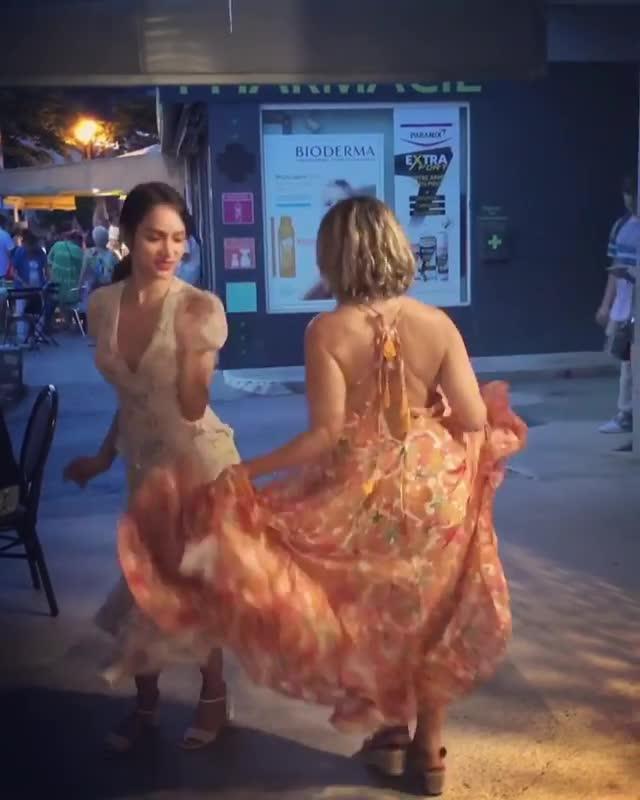 Hương Giang hào hứng nhảy múa cùng người dân bản địa khi Pháp vô địch World Cup 2018