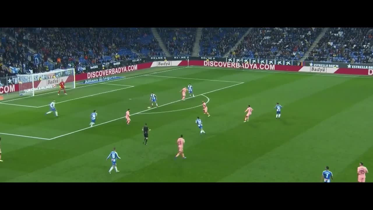 soccer, Leo Messi keeps the ball and sets up a great goal GIFs