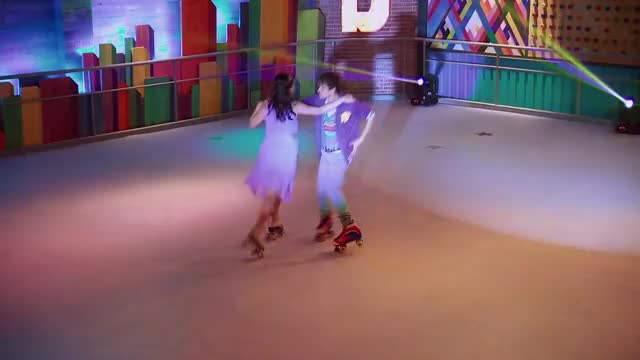Watch Gastón y Delfi: Corazón | Momento musical | Soy Luna GIF on Gfycat. Discover more Jam & Roller, canal, channel, dinsey, disney, l disnei, oficia, patines, rollers, soy GIFs on Gfycat