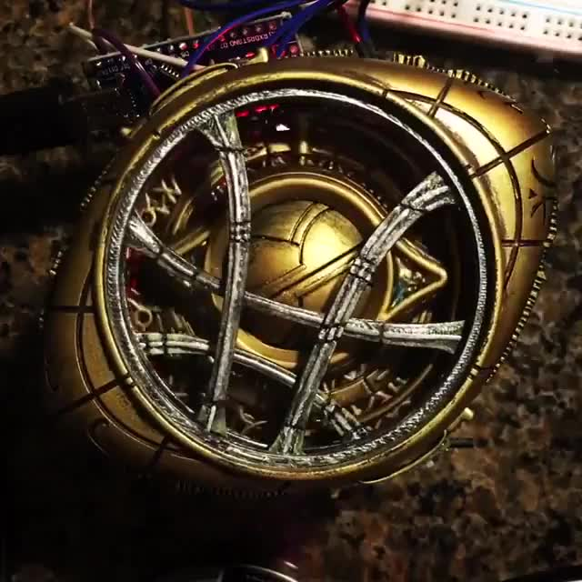 An awesome model of the time stone in Dr. Strange's amulet | By ezbsvs GIFs
