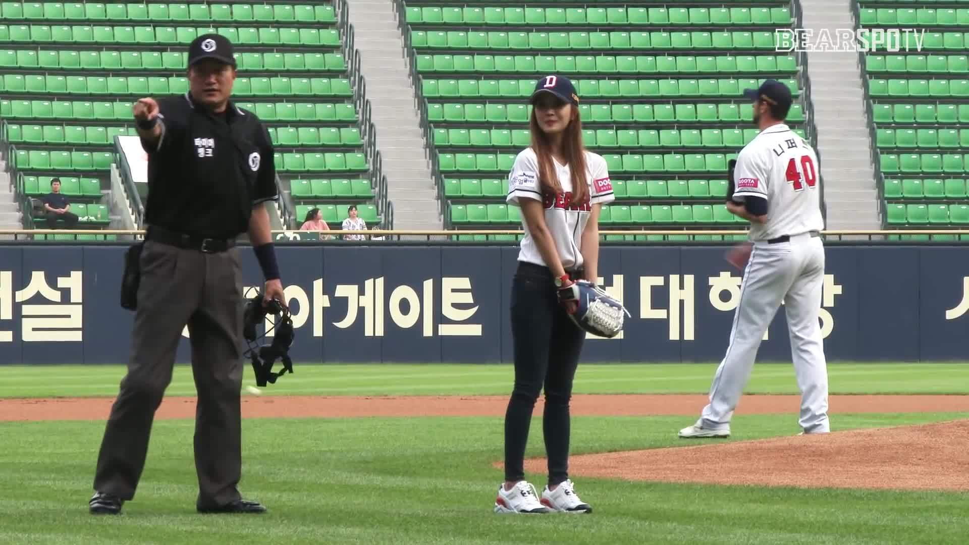 Gif, Japanese, Hot, Sexyashell, Sexy, Sexybody, Girl, Sport, Baseball, Wow, Uniform, Sport, Nonude, Crazy