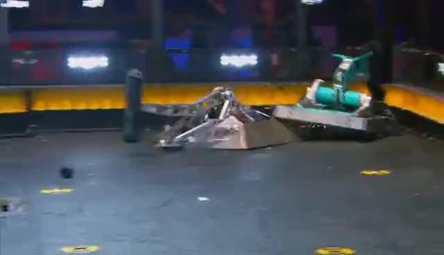 Beta vs. Overhaul - BattleBots GIFs