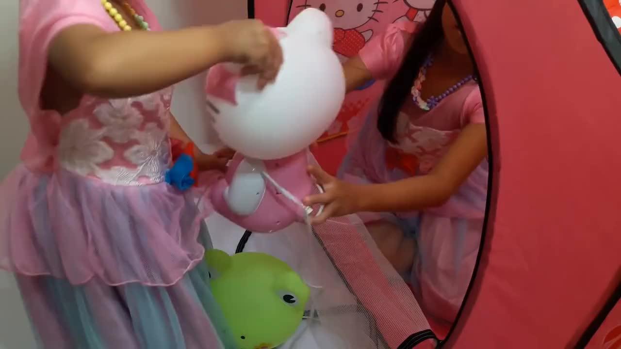Abiudi Misholi Tenda Miujiza Gifs Search Share On Homdor Hello Kitty Mainan Anak Cc Camp Baby Berkemah Camping Children Family Hk