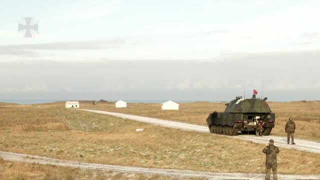 Watch and share Panterhaubitze 2000 GIFs and Artillerie GIFs on Gfycat