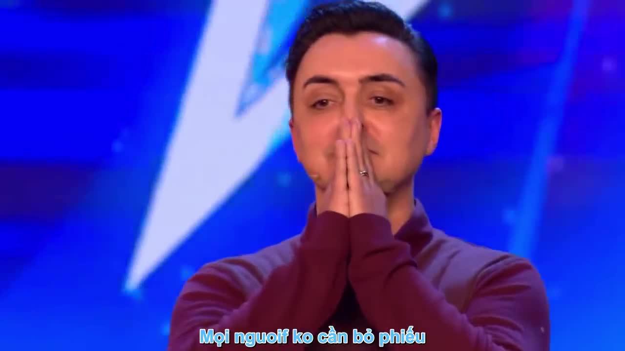 Giám khảo Britains Got Talent cứng người trước tiết mục xuyên không thực thụ của ông bố ảo thuật gia