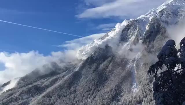 Huge avalanche in the Alps