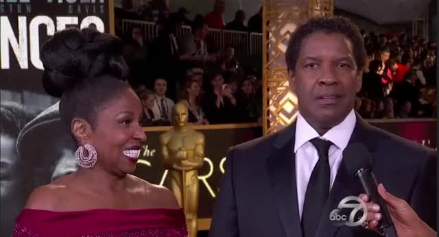 Watch this oscars 2017 GIF by visualecho on Gfycat. Discover more denzel washington, denzelwashington, oscars, oscars2017, redcarpet GIFs on Gfycat