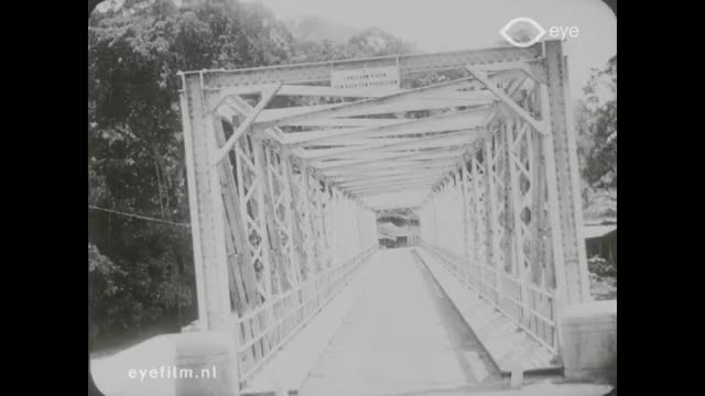 Watch Palembang. Naar den bovenloop van de Lematang GIF by @eyegif on Gfycat. Discover more Lematang, bridge, eyefilm, indonesia, phantom ride, river, silent film, sumatra, travelogue, truss bridge GIFs on Gfycat