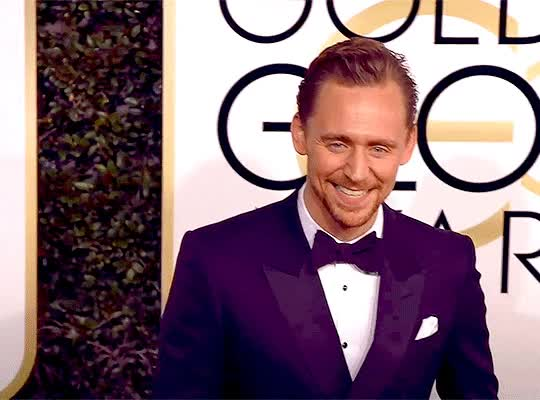 Watch and share Gif Razones Por Las Que Amamos A Tom Hiddleston TGif-set-3 GIFs by @maryxglz on Gfycat