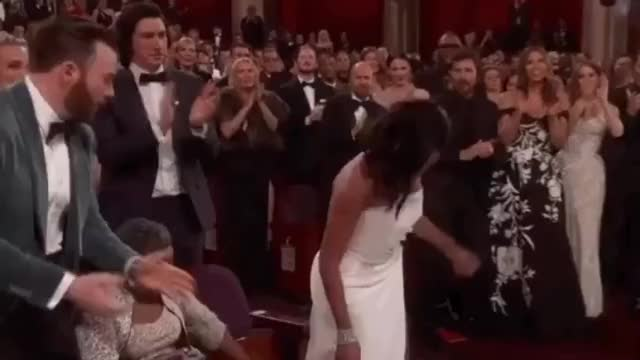 Watch this oscars GIF on Gfycat. Discover more Chris Evans, chris evans, oscars, oscars 2019, regina king GIFs on Gfycat