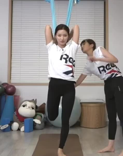 Watch and share Flying Yoga GIFs and Excersice GIFs by Mecha熊 ✔️  on Gfycat