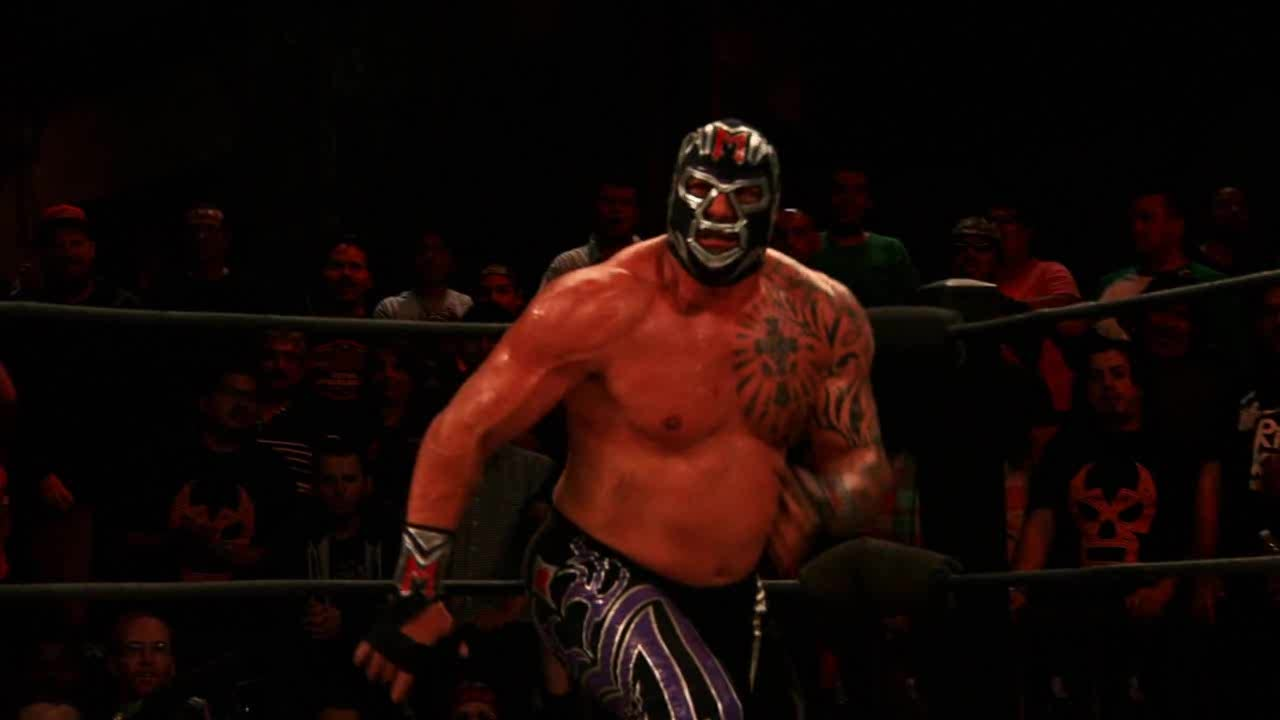 LuchaUnderground, Mil Muertes, SquaredCircle, Lucha Underground - Mil Muertes spears Prince Puma through a table! GIFs