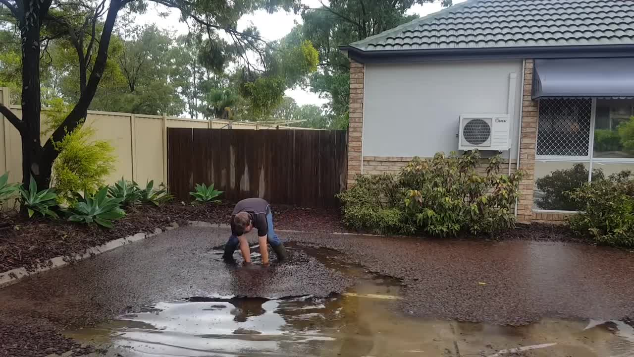 australia, cool, drains, gold coast, plumbing, satisfaction, satisfying, straya, Plumber clearing a blocked grate after storm GIFs