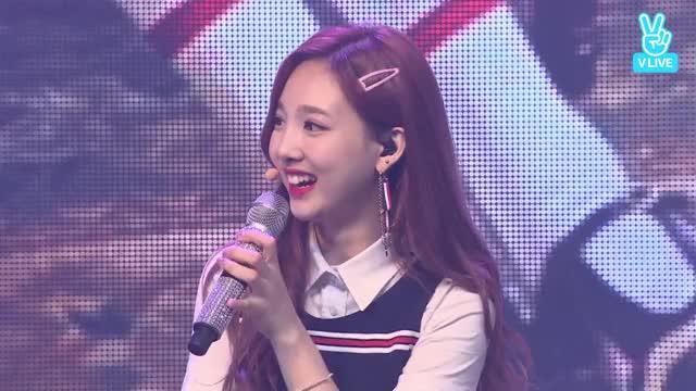 Signal Nayeon laughing