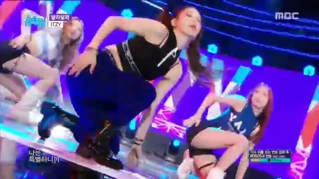 Watch [HOT] ITZY - DALLA DALLA ,  있지 - 달라달라 show Music core 20190309 GIF on Gfycat. Discover more 20190309, Live, Mina, Show, chaeryeong, gugudan, itzy, k-pop, kpop, lia, mbc, music, ryujin, sf9, yeji, yuna GIFs on Gfycat