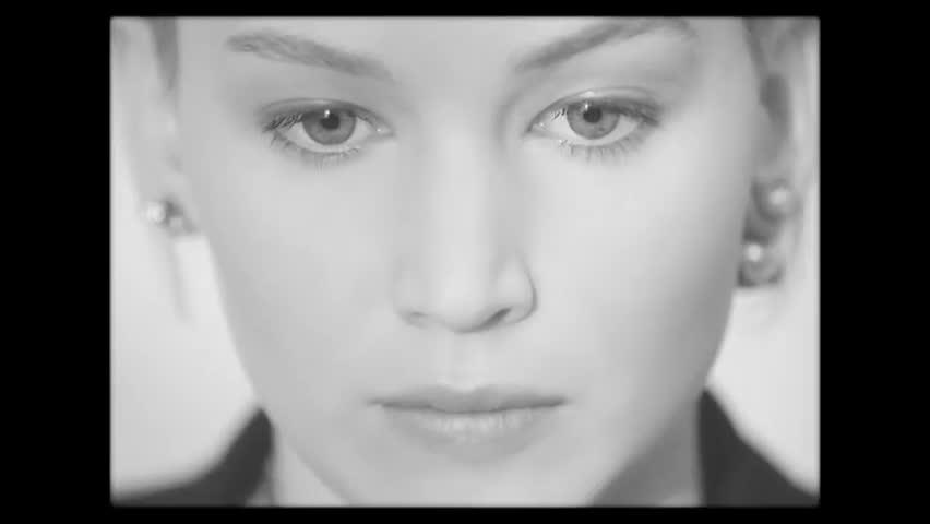 Đừng xem đoạn phim trong chiến dịch mới của Dior, mất công lại bị Jennifer Lawrence hớp hồn đó!