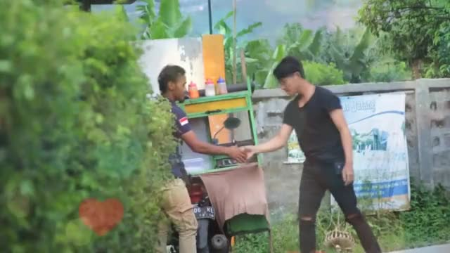 Watch Prank romantis cium tangan cowok yg tidak kenal, ( prank indonesia ) GIF on Gfycat. Discover more Indonesia, prank, romantis GIFs on Gfycat