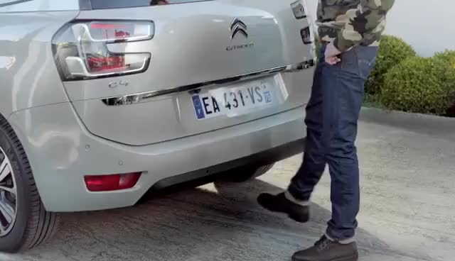 Watch Hands-free tailgate – Discover NEW CITROËN C4 PICASSO GIF on Gfycat. Discover more related GIFs on Gfycat