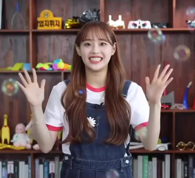 Watch and share Loona Chuu GIFs and Kim Jiwoo GIFs by Kuro | 구로카미 on Gfycat