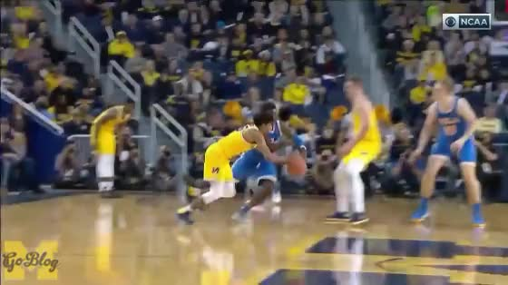 Watch Brooks Layup GIF by MGoBlog (@mgoblog) on Gfycat. Discover more 2017-18, Basketball, Eli Brooks, Michigan, Moe Wagner, Moritz Wagner, Pick & Roll, UCLA GIFs on Gfycat