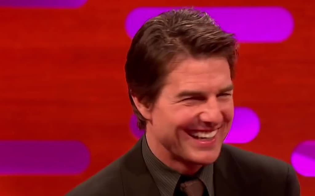 awkward, course, cruise, dah, graham, norton, of, shocked, show, sure, surprised, the, thing, tom, tom cruise, what, yay, yeah, yes, Tom Cruise | The Graham Norton Show GIFs