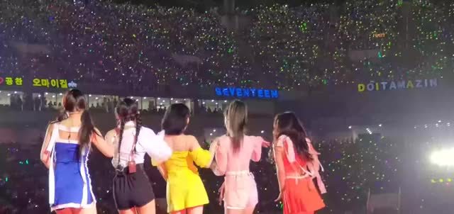 Watch and share Red Velvet GIFs and Kpop GIFs by tozima95 on Gfycat