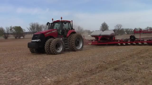 Watch Planting corn GIF on Gfycat. Discover more Case IH (Brand), Maize (Organism Classification) GIFs on Gfycat