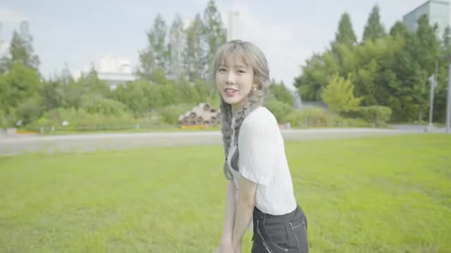 Watch and share Yoohyeon GIFs by Yarrick on Gfycat
