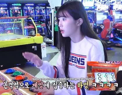 Watch and share 181130 프로미스나인 Channel_9 하영편 '게임한빵' 움짤 2 GIFs by Yewon on Gfycat