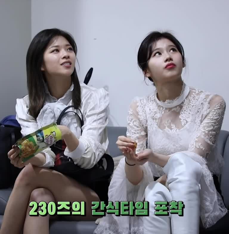 jeongyeon, kpop, sana, twice, 사나, 정연, 트와이스, 트와이스 사나 정연 twice sana jeongyeon GIFs