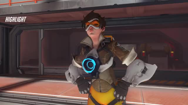 Watch co GIF by @xpiepy on Gfycat. Discover more highlight, overwatch, tracer GIFs on Gfycat