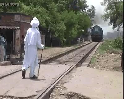 Gandalf the great vs Train : nonononoyes GIFs