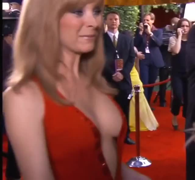 Watch and share Lisa Kudrow GIFs and Red Carpet GIFs on Gfycat