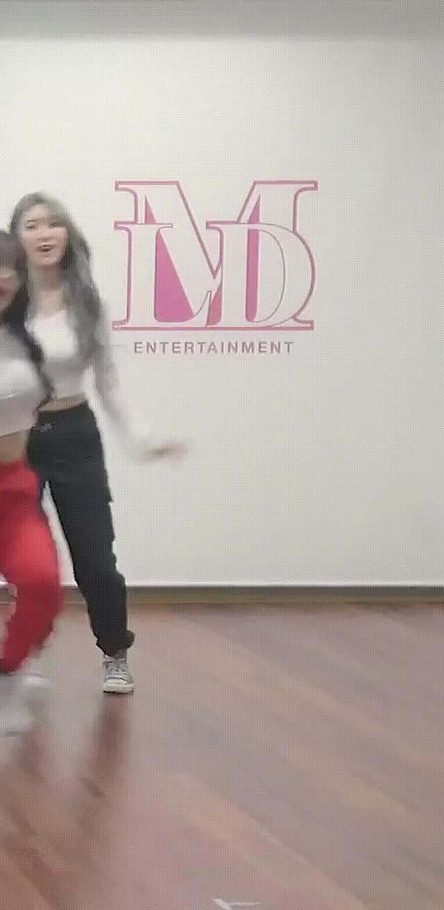 momoland Ahin Boob Bounce