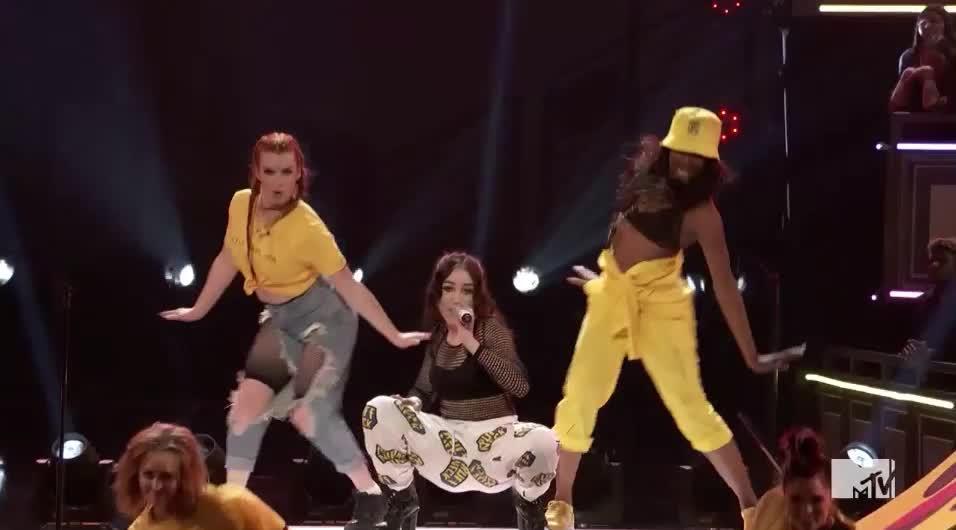 MTV Awards, MTVAwards, MTVAwards2017, Noah Cyrus, dance, get it, sway, Get it girls MTV Awards GIFs