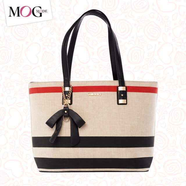 Watch and share Sac À Main Femme GIFs by mogmode on Gfycat