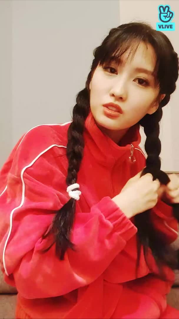 Watch and share 191030 Momo Vlive 23 GIFs by Breado on Gfycat