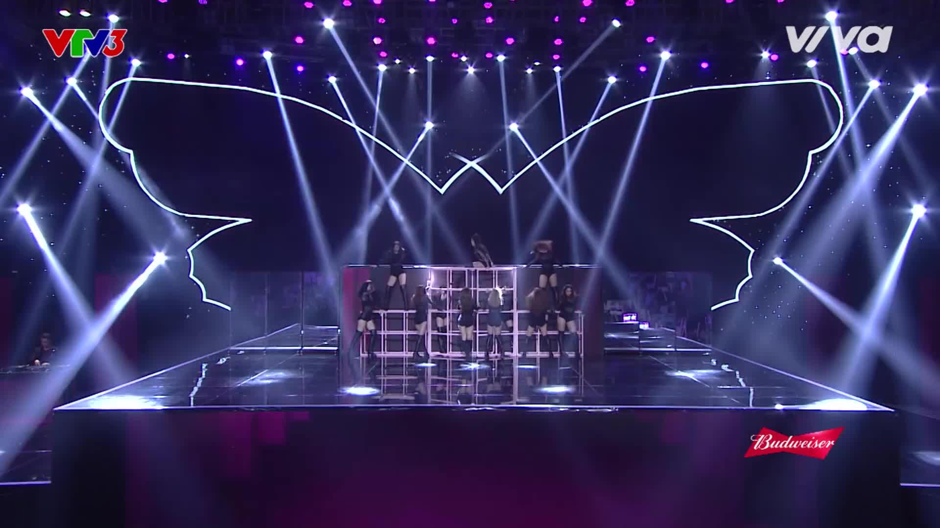 Điểm lại loạt đạo cụ độc nhất vô nhị từng xuất hiện trên sân khấu Remix New Generation