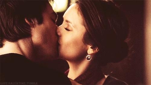 Teen photo Kissing lesbian