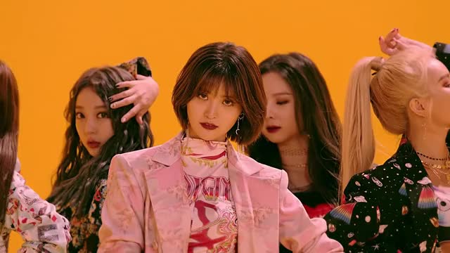 Watch and share [EXID(이엑스아이디)] 알러뷰 (I LOVE YOU) M V (Official Music Video) GIFs by theangrycamel2018 on Gfycat