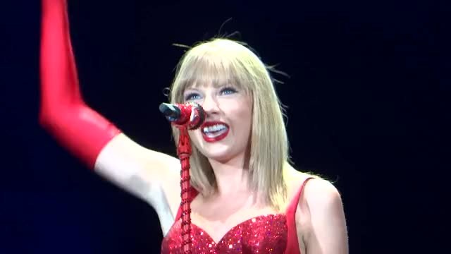 Taylor Swift You Belong With Me - Taylor Swift Gillette 7/27/13