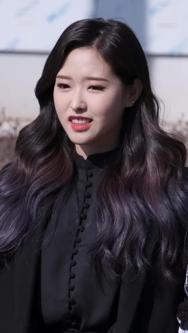 Watch and share Loona - Olivia Hye GIFs by LOOΠΔ gfys on Gfycat